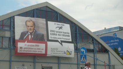 hasło polityczne na ścianie KDT