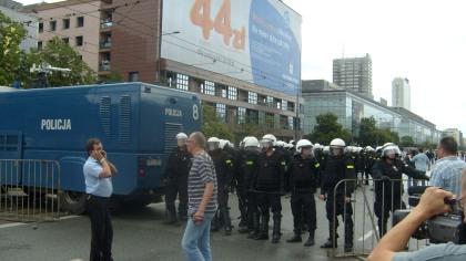 Przybyły posiłki interwencyjne Policji