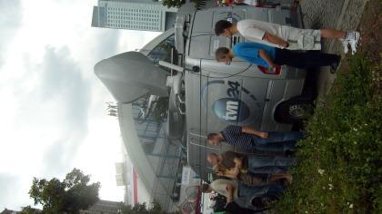 TVN zawsze gotowe , na dachu KDT protestujący