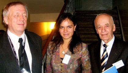 Geopolityka od lewej Kejow patrzący łasym okiem  , studentka UW , Prof. Julian Skrzyp