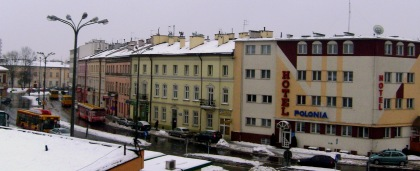 Plac przed dworcem PKP  z hotelem