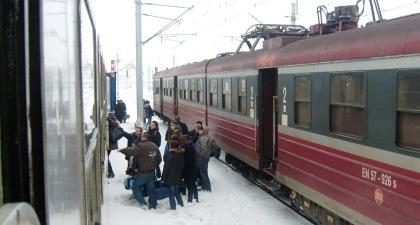 Ewakuacja pasażerów z poc. elektrycznego PR do poc. TLK koło Włoszczowej na linii CMK 17.02.2010