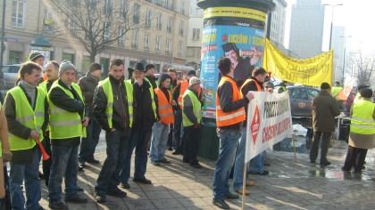 Prostest paliwowców przed Min.Fin 25.02.2010