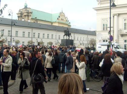 Tłumy przed Pałacem Prezydenta RP