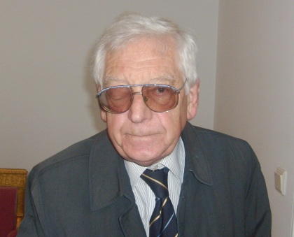 Hołd składa Zdzisław Marian Najder zmarłemu Prezydentowi Kaczorowskiemu 15.04.2009