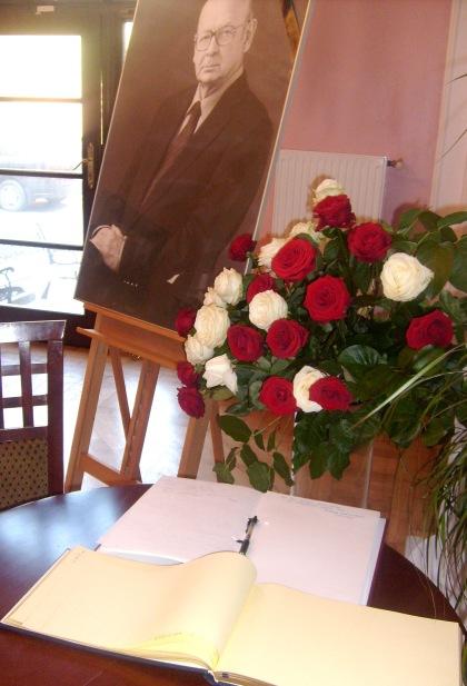 Księga kondolencyjna w Biurze Rzecznika Praw Obywatelskich 23.04.2010
