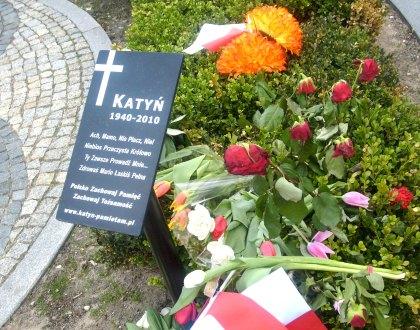Tablica Katyńska koło pomnika Marszałka Piłsudskiego