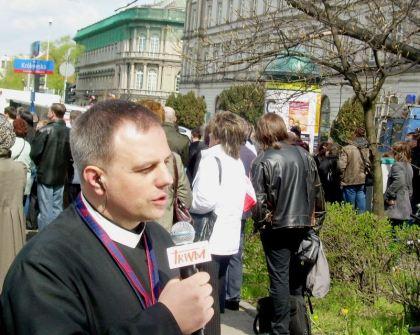 TV TRWAM reportaż z mszy na Pl. Pilsudskiego 17.04.2010