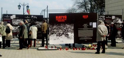 Uliczna wystawa Katyń - Zbrodnia, Polityka, Moralność Pl. Zamkowy