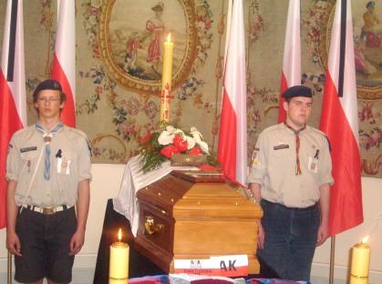Warta harcerska przy trumnie Prezydenta RP Kaczorowskiego 15.04.2010