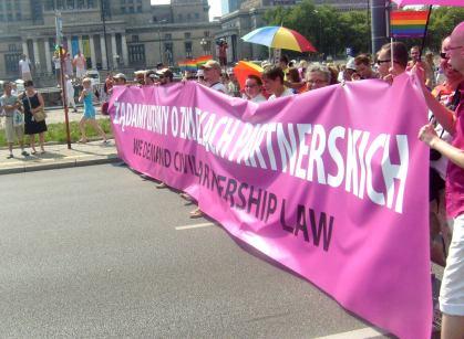 Transparent z żądaniem ustawy o związkach partnerskich - parada 17.07.2010
