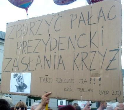 Hasło tekturowe przed Kancelarią Prezydenta RP 09.08.2010