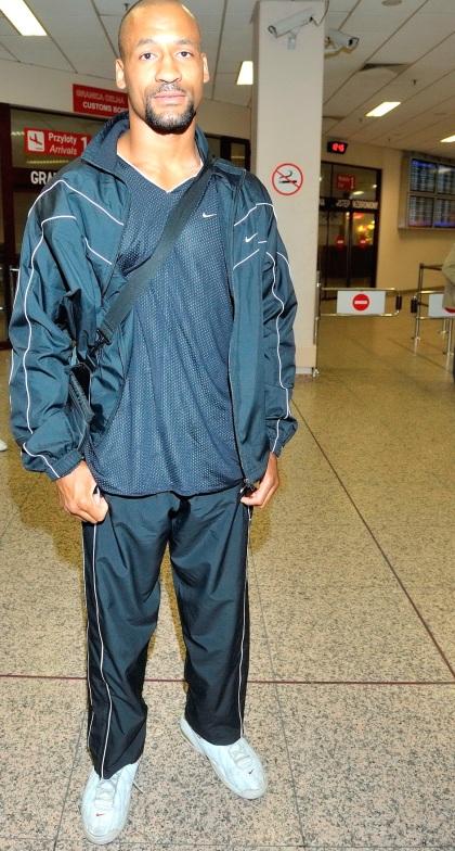 Bokser Jason  Robinson na lotnisku Okecie w Warszawie 13.09.2010
