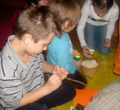 Grzechotki z ryżu - warszataty w Muzeum w Wilanowie