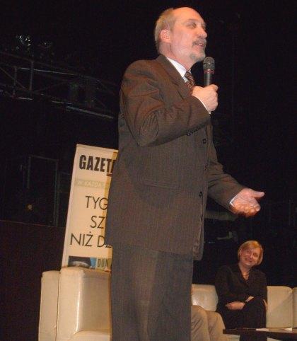 Antoni Macierewicz przemawia w kinie Palladium 03.12.2010
