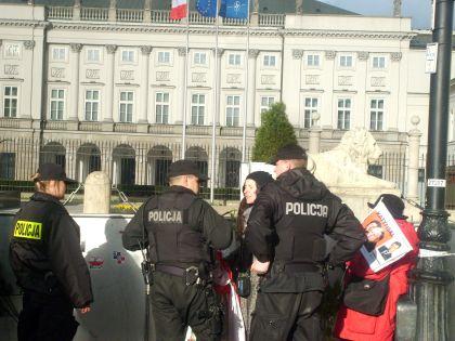 Interwencja Policji przed Pałacem prezydenta RP 04.09.2011 godz. 18
