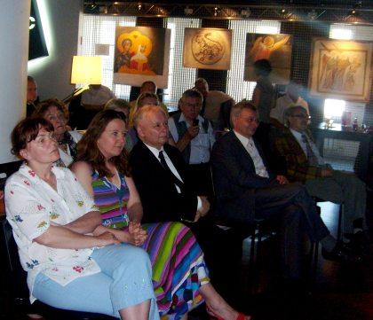 Słuchacze wieczoru autorskiego Ryszarda Czarneckiego w klubie Traffic