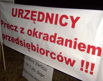 Transparent protestujących
