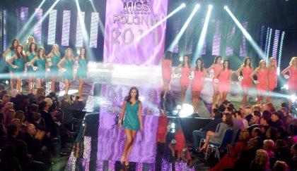 W stroju kąpielowym na wybiegu finał Miss Polonia 2011